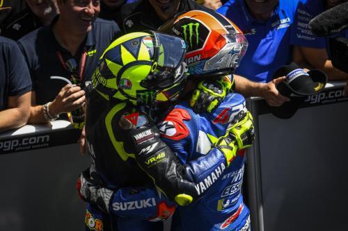Valentino Rossi dan Alex Rins (Foto: MotoGP)