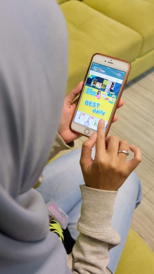 Mencari jodoh lewat aplikasi online