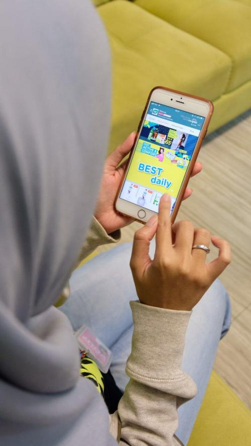 Orang Lebih Suka Belanja Online Lewat Smartphone
