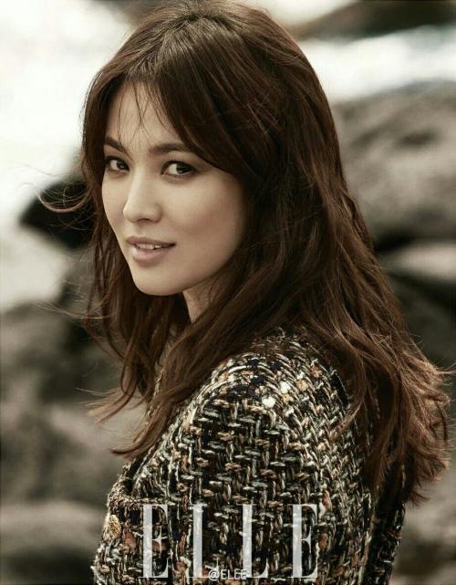 Song Hye Kyo saat sesi pemotretan majalah fashion