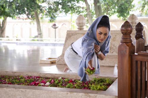 Krisdayanti di makam Bung Karno