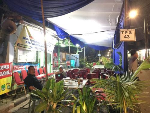 TPS 43 Jakarta Selatan Didirika di Pinggir Jalan (Sarah H)