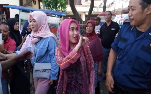Ayu Ting Ting mengaku memberikan suaranya untuk capres/cawapres Prabowo dan Sandiaga Uno. (Foto: Okezone)