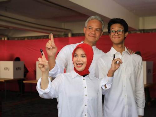 Ganjar Pranowo dan keluarga