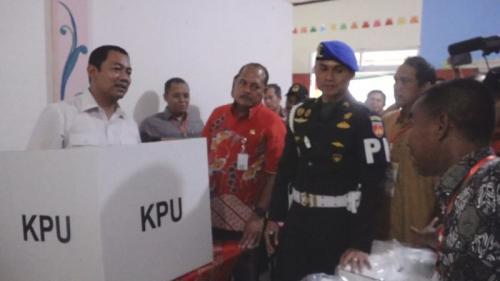 Wali Kota Semarang Hendrar Prihadi Tinjau Persiapan TPS (foto: Taufik Budi/iNews)