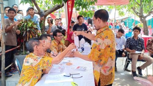 Penghitungan suara di Tempat Pemungutan Suara (TPS) 051, Jalan Dili Lorong 27, Koja, Jakarta Utara, tempat cawapres nomor urut 01, KH Ma'ruf Amin mencoblos, Rabu (17/4/2019). (Foto : Muhamad Rizky)