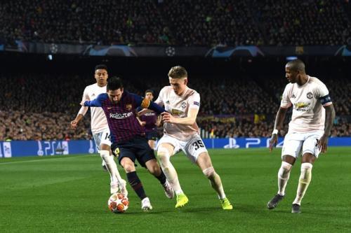 Lionel Messi membuat lini pertahanan Man United kerepotan (Foto: UEFA)
