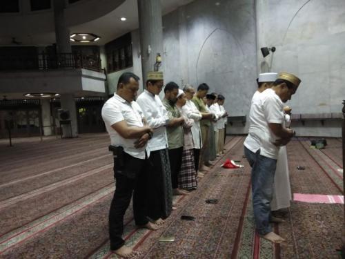 Sebelun Mencoblos, Cawapres Nomor Urut 02, Sandiaga Salahudin Uno Salat Tahajud dan Subuh Berjamaah di Masjid At Taqwa, Jakarta Selatan (foto: Harits TA/Okezone)