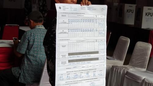 Hasil perolehan suara di TPS 62, Kebagusan, Pasar Minggu, Jaksel, tempat Megawati Soekarnoputri mencoblos. (Dimas Andhika Fikri/Okezone)