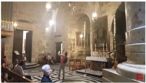 rekaman perjalanannya saat mengunjungi sebuah tempat dimana Yesus disalibkan, wafat, dikuburkan dan dibangkitkan.