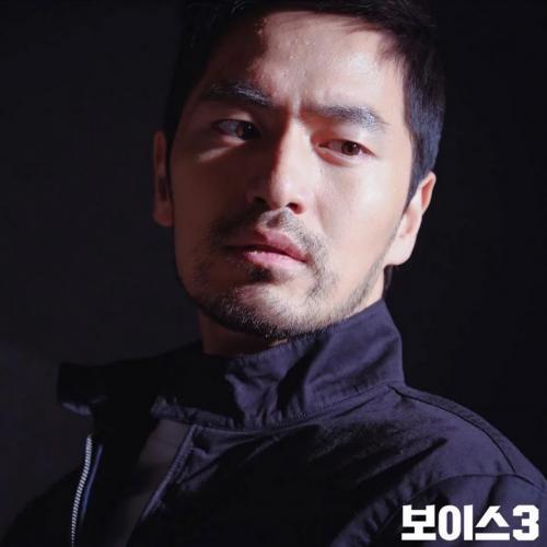 Lee Jin Wook tengah mempertimbangkan untuk comeback lewat drama Sweet Home. (Foto: Hancinema)