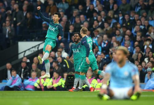 Son Heung-min mencetak dua gol dalam rentang tiga menit (Foto: UEFA)