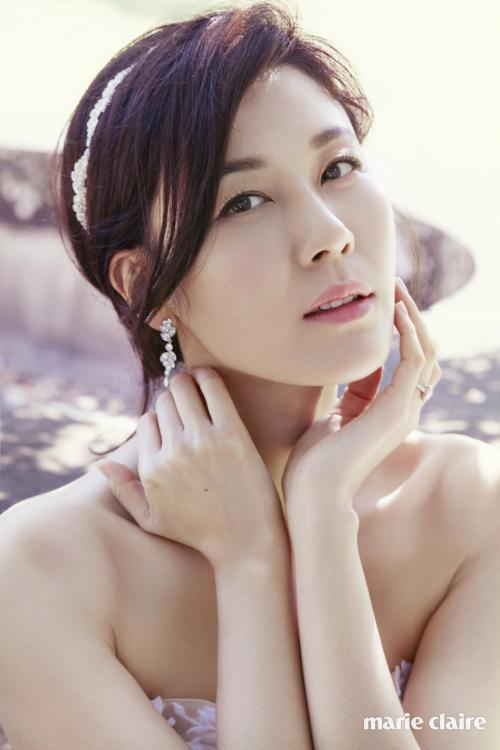 Again 18 berpotensi menjadi proyek terbaru Kim Ha Neul setelah The Wind Blows. (Foto: Marie Claire)