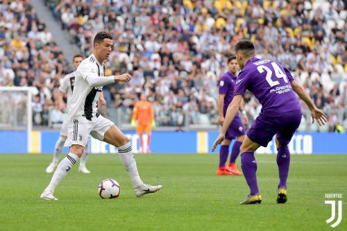 Cristiano Ronaldo vs Fiorentina (Foto: Twitter/@juventusfcen)