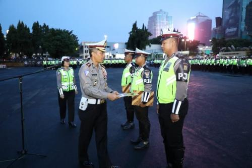 3 Anggota PJR Dirlantas Polda Metro Jaya dapat penghargaan atas penangkapan pelaku mutilasi di Blitar, Jatim. (Ist)