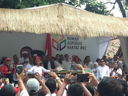 Relawan Jokowi gelar syukuran di Rumah Aspirasi, Jakarta, Minggu (21/4/2019). (Foto : Sarah Hutagaol/Okezone)