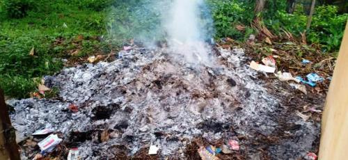 Kotak suara pemilu di Jambi dibakar OTK. (Foto: Ist)