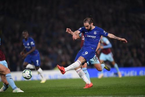 Chelsea diimbangi Burnley 2-2