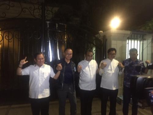 Sekjen parpol Koalisi Indonesia Adil Makmur kumpul di rumah Sandiaga. (Foto : Harits Tryan Akhmad/Okezone)