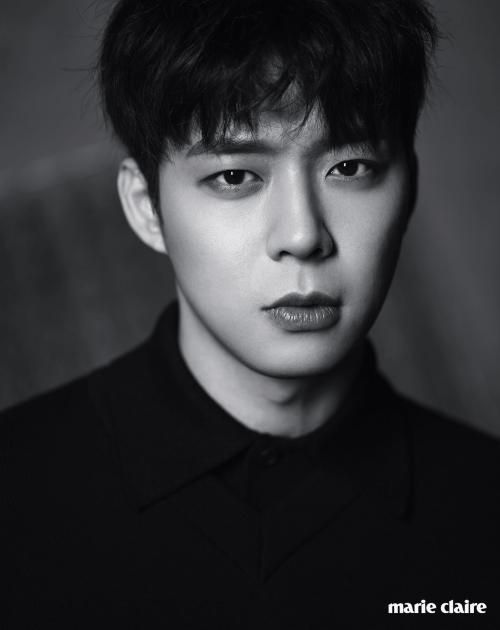 Sambil menangis, Park Yoochun mengaku menyesal menggunakan narkoba.