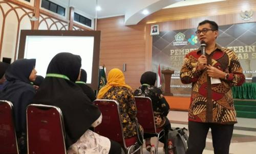 Direktur Bina Umrah dan Haji Khusus Kemenag RI, M. Arfi Hatim (foto: MCH 2019)