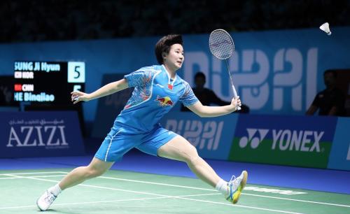 He Bingjiao sedang bertanding
