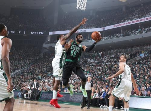 Boston Celtcis vs Milwaukee Bucks (Foto: Twitter NBA)