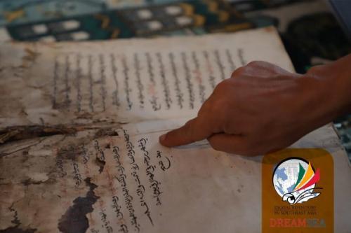 """Sejak dipugar pada tahun 1997, tersisa 18 manuskrip saja,"""" ungkap Kiai Hamid."""