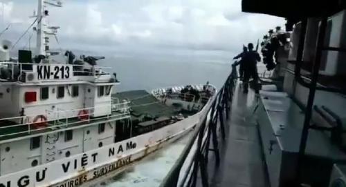 Kapal Perang Indonesia Ditabrak Vietnam