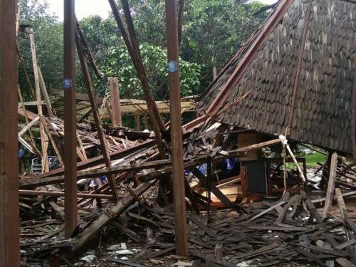 Pendopo Milik Wali Kota Bogor Bima Arya di Komplek Baranangsiang Indah, Kota Bogor, Ambruk (foto: Putra RA/Okezone)