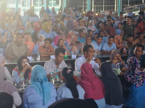 Jokowi makan siang bareng buruh