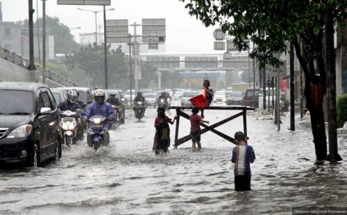 Banjir landa Jakarta. (Dede Kurniawan/Okezone)