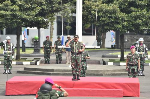 Panglima TNI Masekal Hadi Tjahjanto Melakukan Kunjungan ke Bumi Marinir Cilandak untuk Memeriksa Perlengkapan dan Fasilitas (foto: Ist)