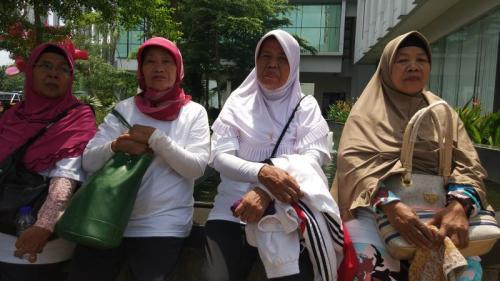 Duka Buruh Terkena PHK Tanpa Pesangon saat Peringatan May Day di Tangsel (foto: Hambali/Okezone)