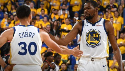 Stephen Curry dan Kevind Durant (Foto: Twitter/@warriors)