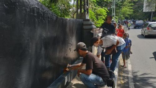 Bangunan Cagar Budaya di Malang yang Sempat Dicorat-Coret Kelompok Kaus Hitam saat May Day, Kini Dicat Kembali (foto: Avirista M/Okezone)