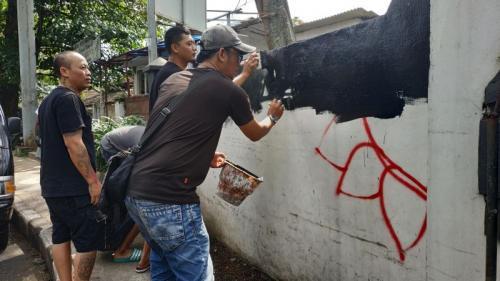 Bangunan Cagar Budaya di Malang Dicorat-Coret Kelompok Kaus Hitam saat May Day (foto: Avirista M/Okezone)