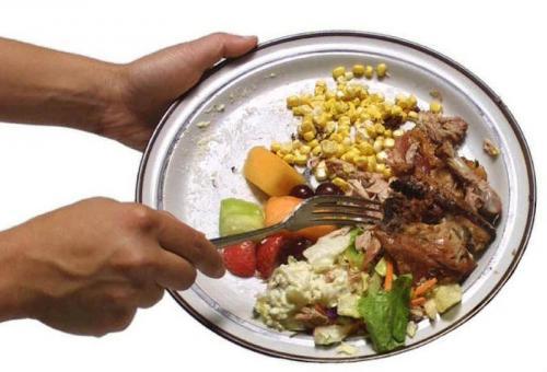 Membuang Makanan
