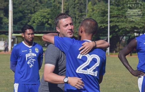 Radovic ucapkan salam perpisahan kepada pemain-pemain Persib Bandung