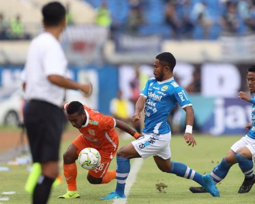 Laga Persib Bandung vs Borneo FC
