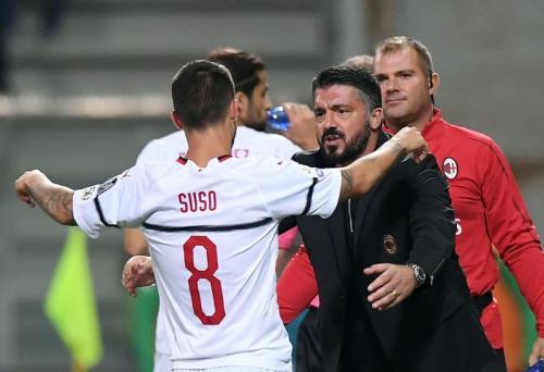 Suso Fernandez dan Gennaro Gattuso (Foto: Reuters)