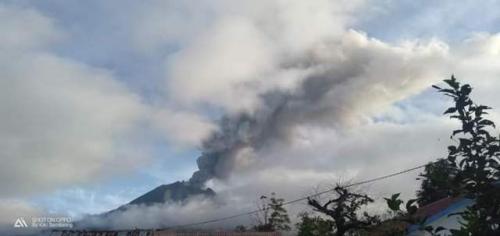 Gunung Sinabung erupsi lagi. (Foto: BNPB)