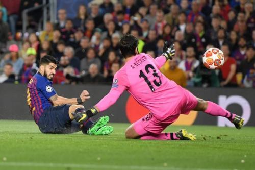 Luis Suarez mencetak gol ke gawang Liverpool (Foto: UEFA)