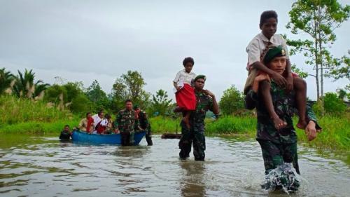 Perahu Sekolah Yonif 755 Antar Anak Kampung Dibra Wujudkan Cita-Cita (Dispenad)