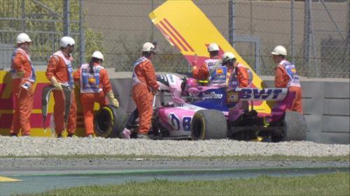 Mobil Lance Stroll menabrak pembatas (Foto: F1/Twitter)