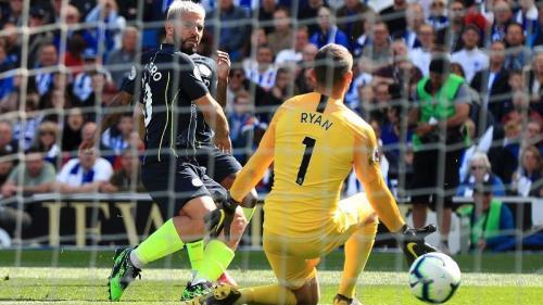 Sergio Aguero menyamakan kedudukan (Foto: Premier League)