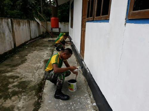 TNI renovasi gereja