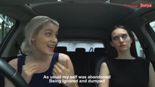 Dua bule di dalam mobil