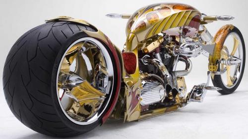 Motor modifikasi gaya bagger dengan lapisan emas
