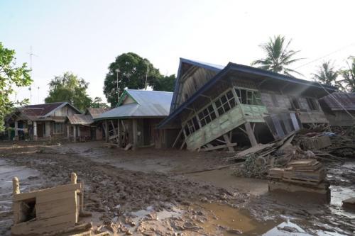 Pencarian korban yang diduga tertimbun tanah longsor di Kabupaten Bengkulu Tengah. (Foto : Demon Fajri/Okezone)